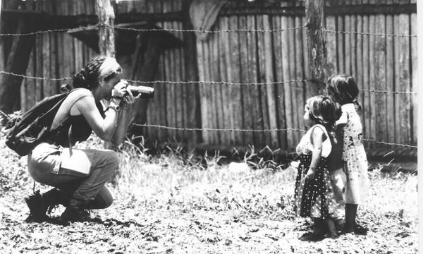 fotografando bambini nella Realidad