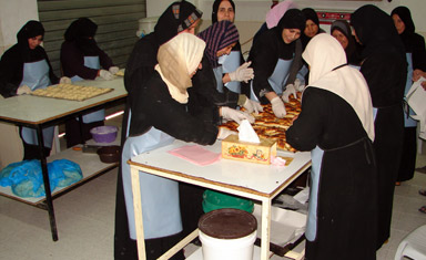 Gazan women baking pastries Photo : EC/ECHO/Daniela Cavini