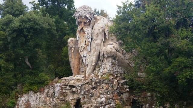 Il gigante si stacca dalla montagna